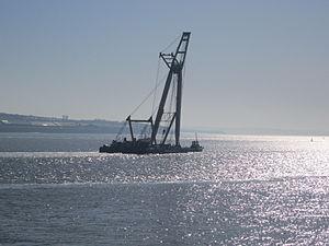 Floating crane on the River Mersey (1).JPG