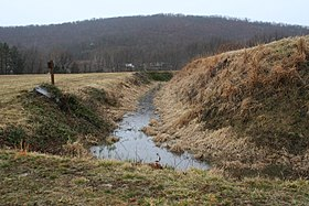 Fort Davidson earthworks and moat 2.JPG