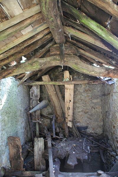 Fraisse-sur-Agout (Hérault) - charpente rustique dans une grange des Hers.
