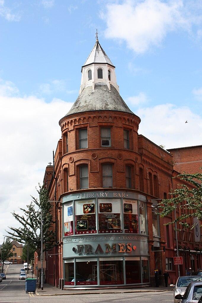 File:Frames, Belfast, July 2010.JPG - Wikimedia Commons