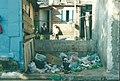 Frente de casa na favela com lixo (17119471969).jpg