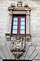 G10 Ajuntament, escut de la ciutat i finestral.jpg