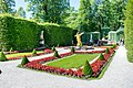 Garden at the right side of the palace Linderhof.jpg