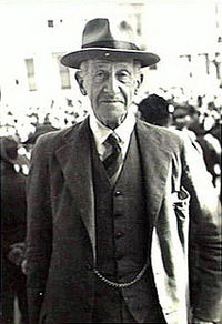 Garran at ANZAC Day celebrations at the cenotaph in Martin Place, Sydney, 25 April 1944.