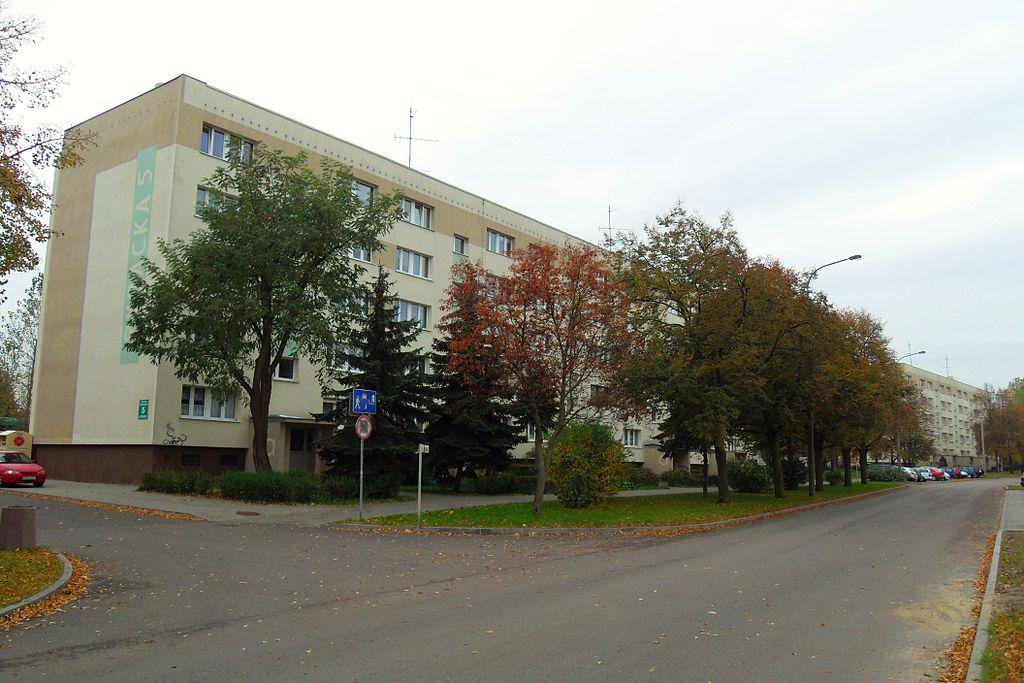 1024px-Gda%C5%84sk_ulica_Rybacka.JPG