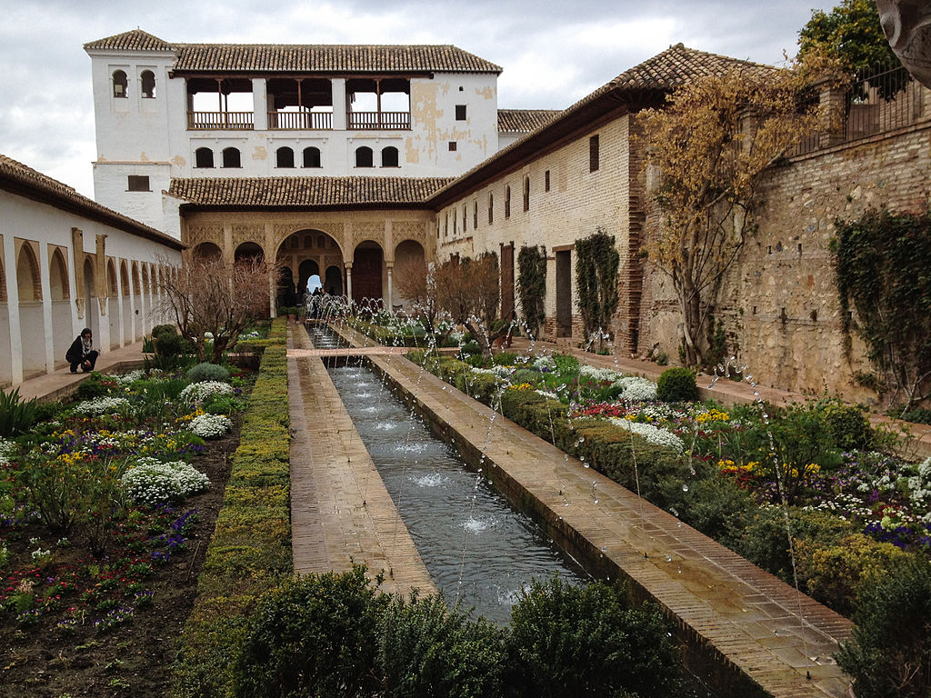 File generalife gardens in alhambra granada 7068992009 for Patios de granada