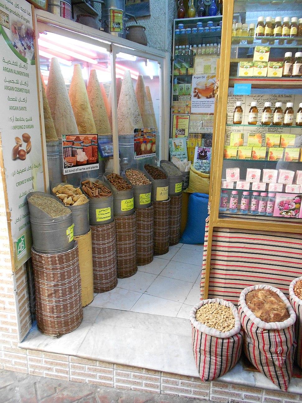 Gew%C3%BCrzladen in der Medina von Tanger