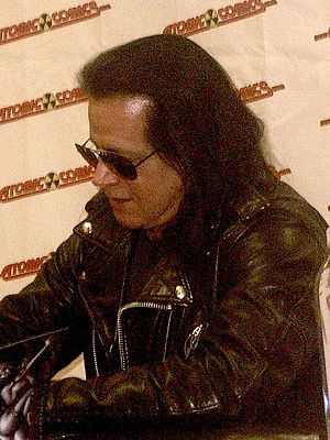 English: Glenn Danzig signing his book at Atom...
