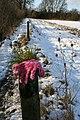 Glove on the post - geograph.org.uk - 1154486.jpg