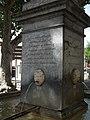 """Grande fontaine de Caunes-Minervois, Aiguebelle (place d') détail socle """"cette onde qui jaillit"""".jpg"""