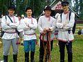 Grupa w tradycyjnych strojach z regionu Setomaa-Setumaa, Estonia.jpg