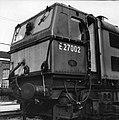 HUA-151606-Afbeelding van de Engelse locomotief nr. E27002 (serie 1500) bij de hoofdwerkplaats van de N.S. te Tilburg.jpg