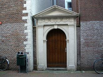 Handboogdoelen, Amsterdam - The gate at the back of the Handboogdoelen, on Handboogstraat
