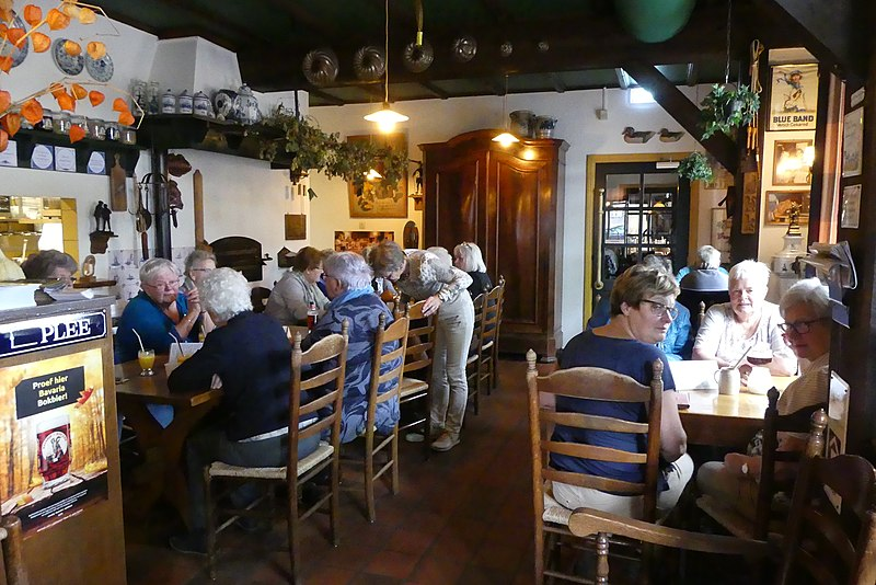 Бавария вновь откроет рестораны с 18 мая