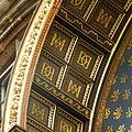 Horloge de Charles V - Initiales entrelacées dans les caissons de la face interne du toit de l'horloge.jpg