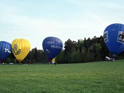 Fil:Hot air ballooning, set up, Stockholm 1988.webm