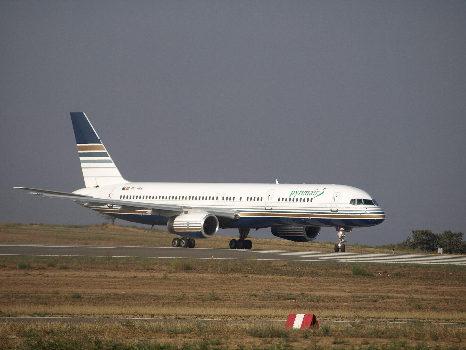 Huesca - Aeropuerto Huesca - Pirineos - Primer aterrizaje.jpg