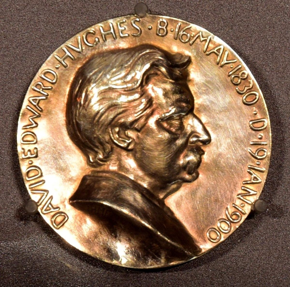 Resultado de imagen para Medalla Hughes niels bohr