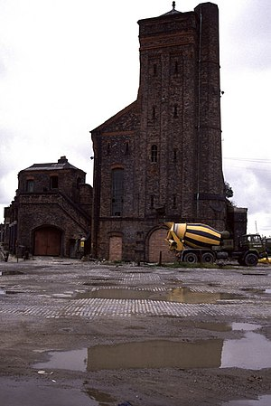 Bramley-Moore Dock - Disused hydraulic accumulator tower