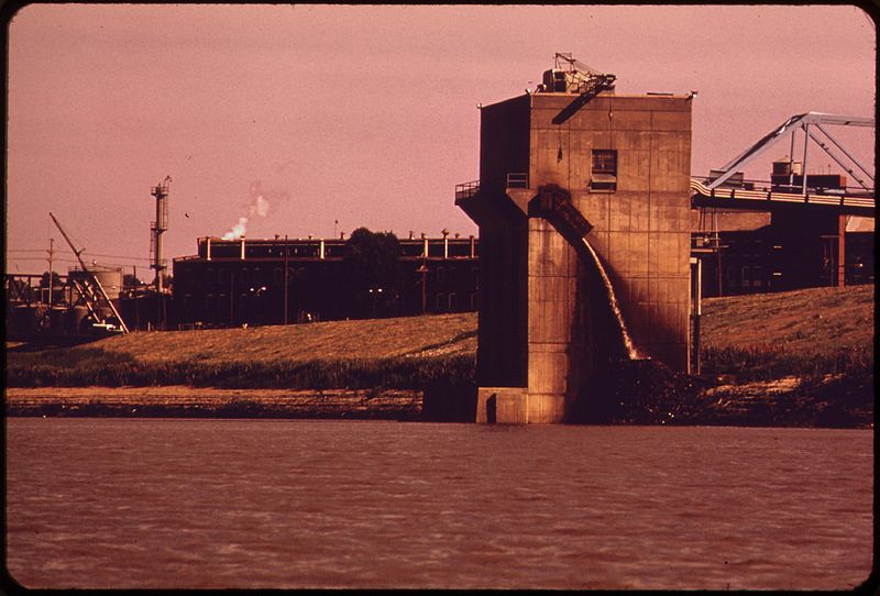 File:INDUSTRY, JUST UPSTREAM FROM THE 18TH STREET BRIDGE DISCHARGES WASTE FROM WATER FILTERING PROCESS INTO THE KANSAS RIVER - NARA - 552070.jpg