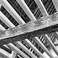 Interieur- een van de beschilderde moerbalken onder het vroeg-17de-eeuwse stucplafond op de verdieping - Brielle - 20042535 - RCE.jpg