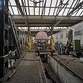 Interieur overzicht remise en werkplaats met locomotieven - Goes - 20344624 - RCE.jpg