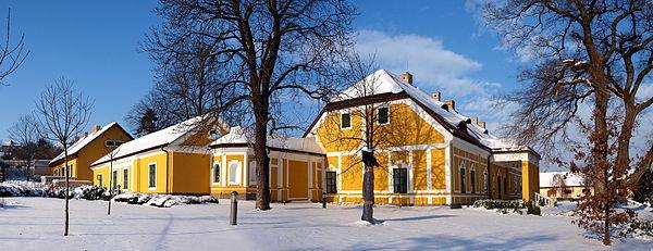 Jankovich Mansion in Rácalmás, Hungary. Author: Kontiki, CC-BY-SA 2.5.