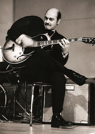Joe Pass - Joe Pass in concert in 1974 playing his Gibson ES-175 guitar