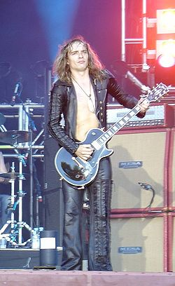 Justin Hawkins live med The Darkness.