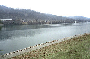 St. Albans, West Virginia - The Kanawha River in St. Albans as seen from Roadside Park on U.S. Route 60