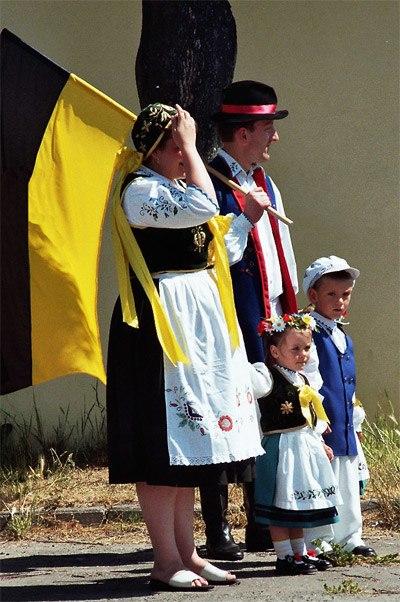 Kaszebsko familejo leba 200