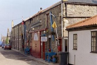 Kipper - The fish processing factory in the village of Seahouses, northern England, is one of the places where the practice of kippering herrings is said to have originated