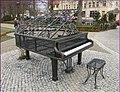 Klavír v lázeňském parku - panoramio.jpg