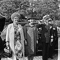 Koning Olav in Rotterdam, vlnr koningin Juliana , Prinses Beatrix en Prins B, Bestanddeelnr 916-8681.jpg