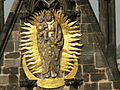 Kostel matky bozi pred tynem plastika panny marie.JPG
