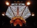 Kyoto Nishi Hongan-ji Amidahalle Innen Lampe 2.jpg