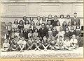 Lídice (Chequia), escuela alumnos con maestros, 1942. Autor desconocido.jpg