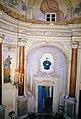 La Cappelletta, 1983, dopo i restauri, l'ingresso della sacrestia e Don Bosco.jpg