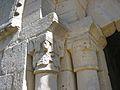 La Celle-Condé Église Saint-Denis Chapiteaux Portail Gauche.jpg