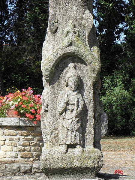 Croix monumentale du XVème siècle sise place de l'église, commune de La Ferrière (22). Saint-Pierre.