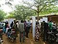 Les électeurs de Bamako à la recherche de leurs bureaux de vote sur les listes électorales à la présidentielle 2013 au Mali (9432929190).jpg