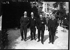 240px-Locarno_1925_-_Alexis_Leger%2C_Henri_Fromageot%2C_Aristide_Briand%2C_Philippe_Berthelot