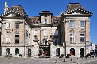 Zünfte of Zürich - Image: Münsterhof Zunfthaus zur Meisen 2011 08 01 16 27 04