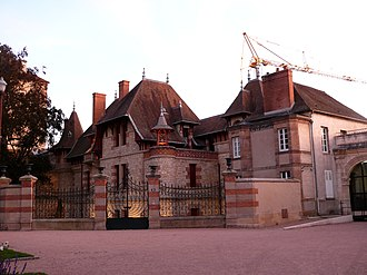 Maison Mantin - The Maison Mantin, as seen from the side of Place Colonel-Laussedat, in a photo taken on September 15, 2011