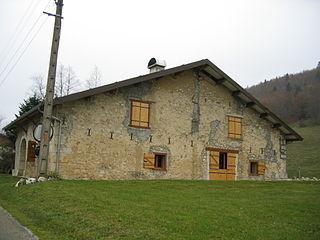 Maison typique du Jura 9.jpg