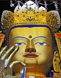 Будда Майтрейя в Ташилунпо, Тибет (обрезано) .jpg