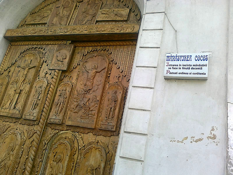 File:Manastirea Cocosu Poarta.jpg