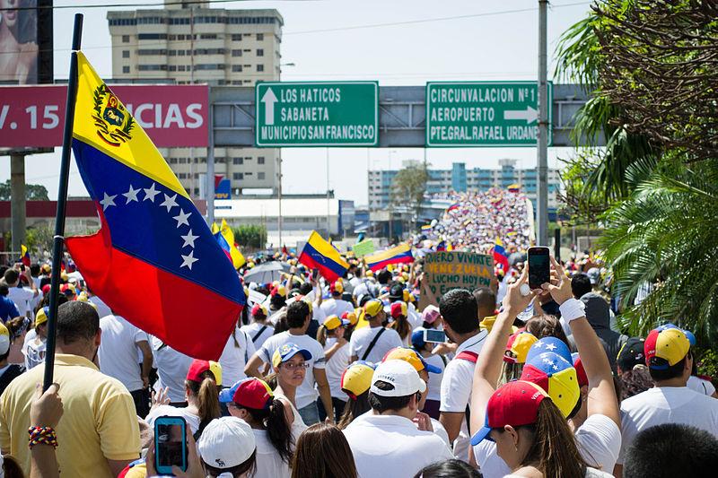 File:Marcha hacia el Palacio de Justicia de Maracaibo - Venezuela 06.jpg