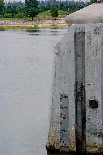 Marina Barrage - Image: Marina Barrage Depth Mark