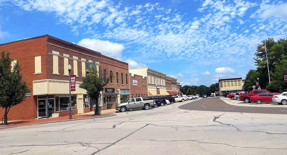 The population density of Marshall in Missouri is 490.98 people per square kilometer (1272.15 / sq mi)